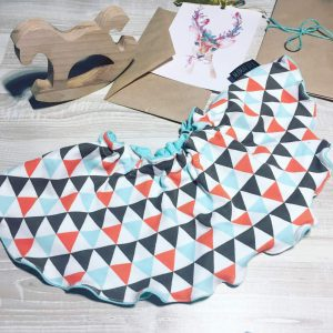 Нагрудник MamaPapa Треугольники/серый меланж